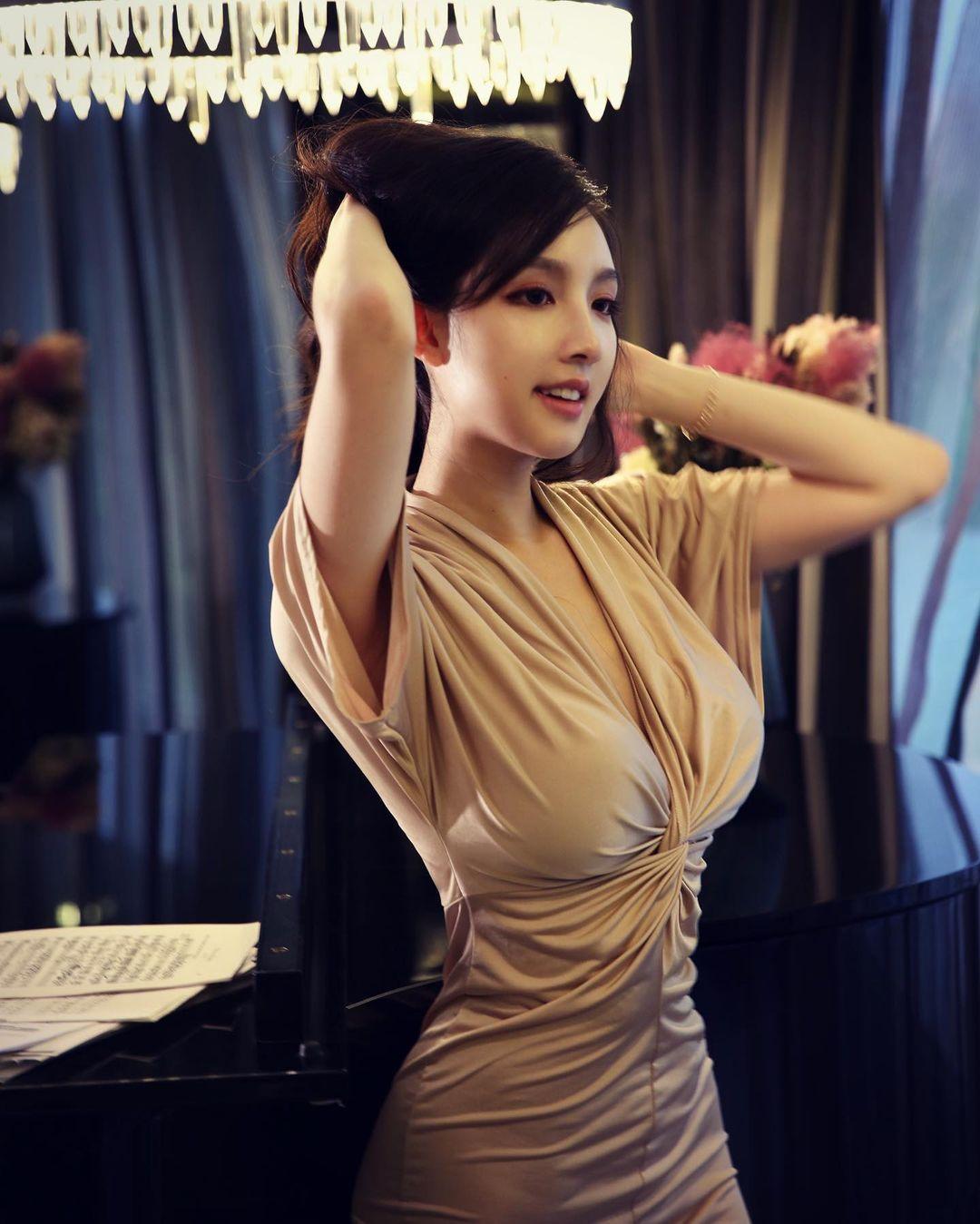女高音Hedy海儿身材彷佛「真人版娜美」网友:想让她飙高音