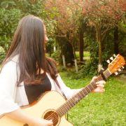 弹吉他的静子