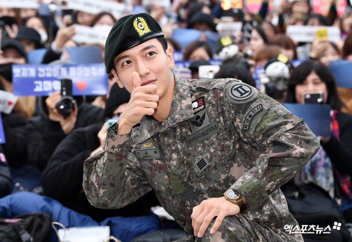 千名粉丝迎接他!郑容和正式退伍宣布下月开始巡演,自爆在军中认识了更多女团插图5