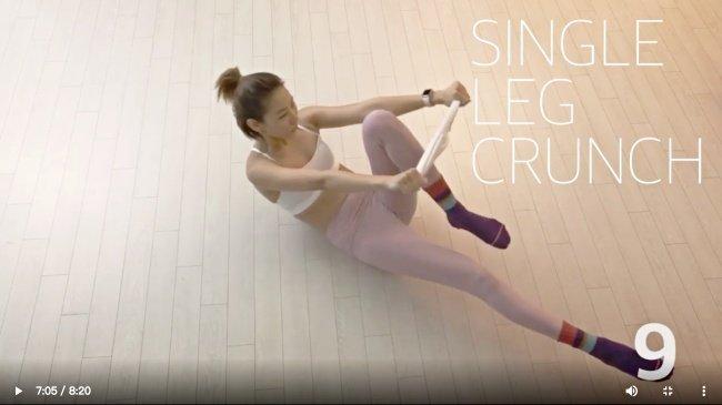 居家防疫也能健身!韩国名模「韩惠珍」示范「袜子运动11招」,10分钟内打造魔鬼身材曲线插图12