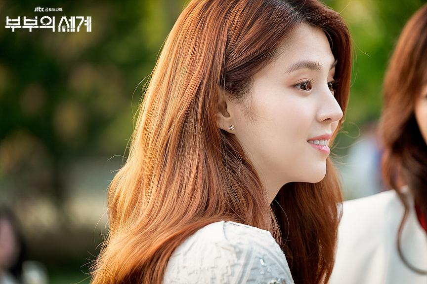 《夫妻的世界》最美「小三」韩素希成韩国广告界宠儿,穿运动小背心尽显纤腰好身材插图