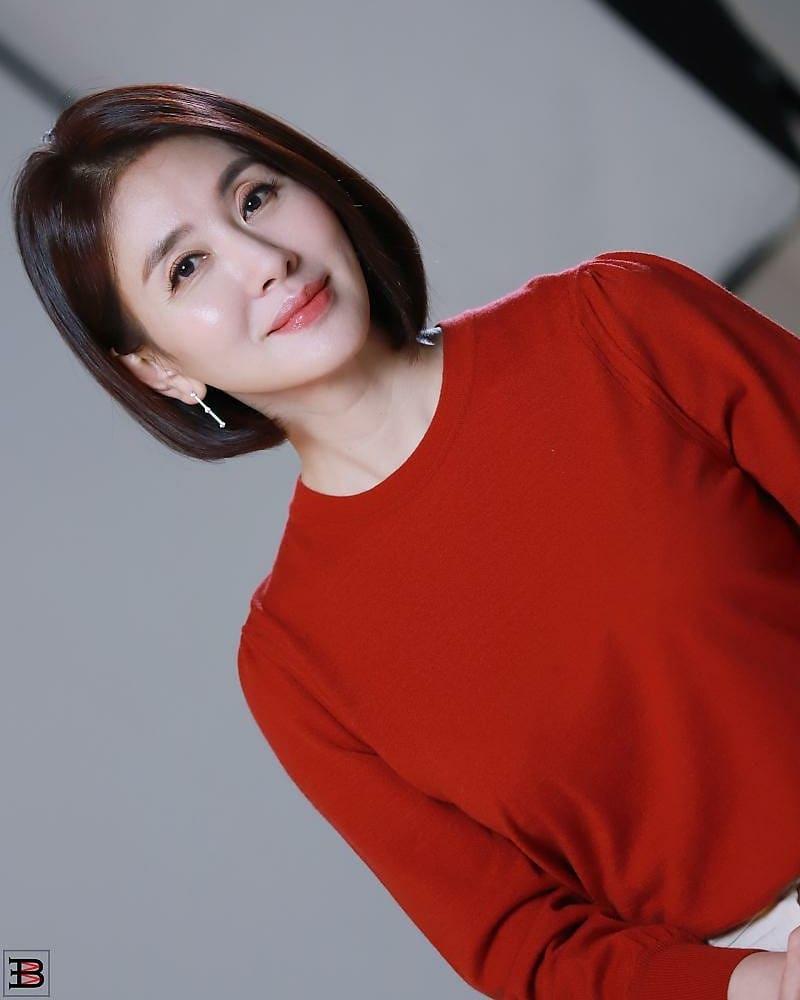 韩国冻龄美女演员当道!除了《夫妻的世界》金喜爱外还有她们!插图(13)