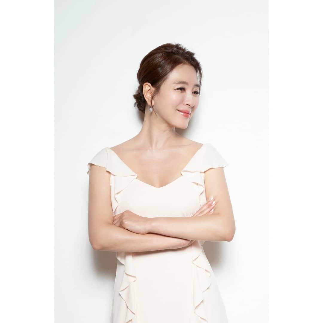 韩国冻龄美女演员当道!除了《夫妻的世界》金喜爱外还有她们!插图(14)