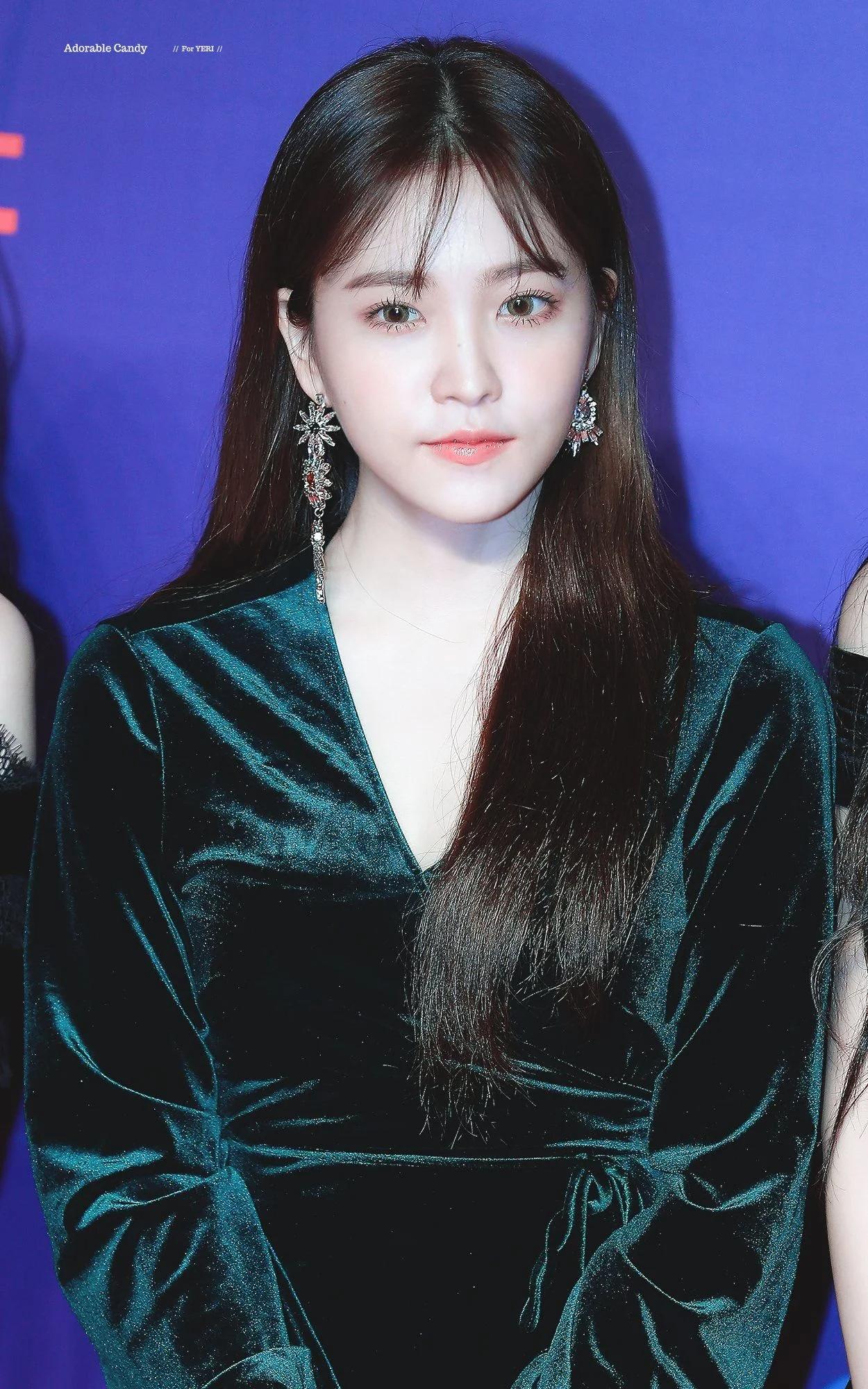 Red Velvet忙内Yeri十大最令人惊艳的红毯造型插图(23)