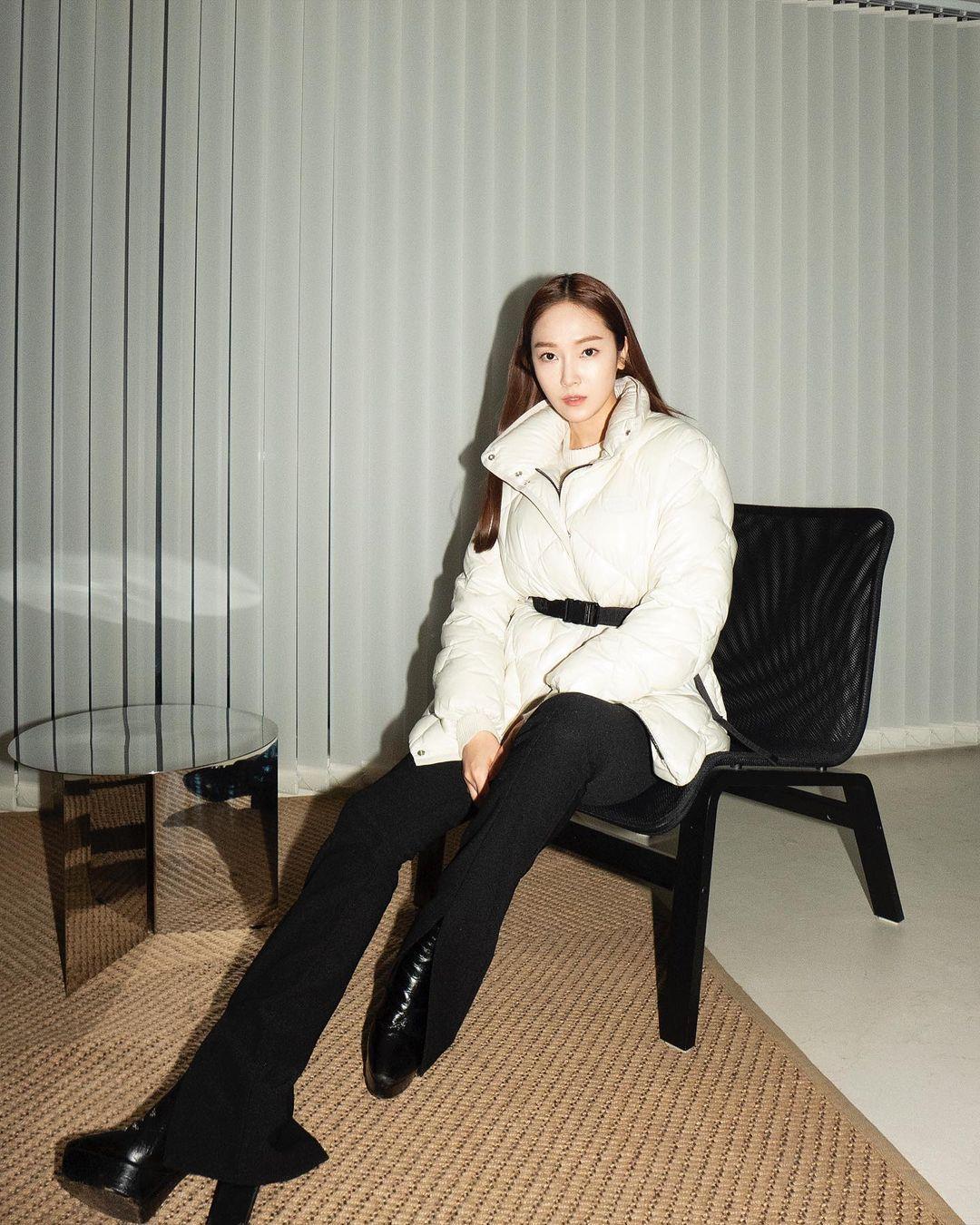 寒冬新时尚!跟着韩国女星学习羽绒服穿搭,一起来做冬日女神!插图2