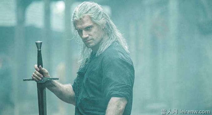 《猎魔士》亨利卡维尔养眼大肌肌掳获少女心~ 36 岁体态零发福,敢玩神仙道?