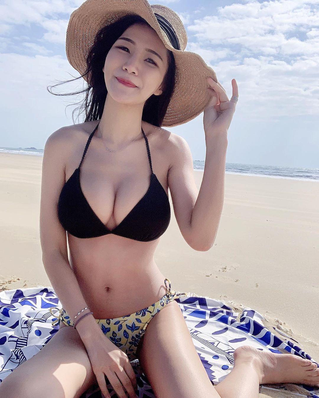 台北银行理财专员林小欣沙滩展示极品身材超凶猛 养眼图片 第2张