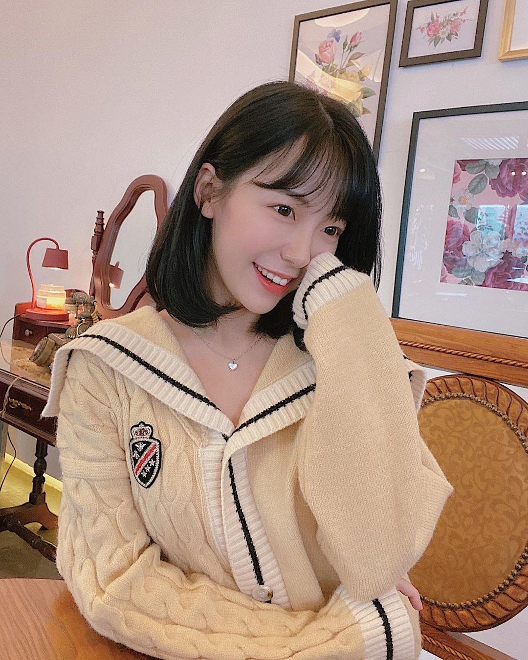 初恋系女神「쏘블리」可爱脸蛋飘散仙气亲切随和「爽朗笑容」甜到让人蛀牙-新图包