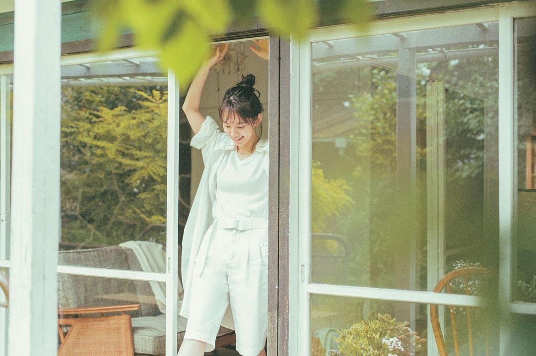 清纯女神「吉冈里帆」比基尼山中野营漂亮脸蛋加上完美曲线让人瞬间沦陷-新图包