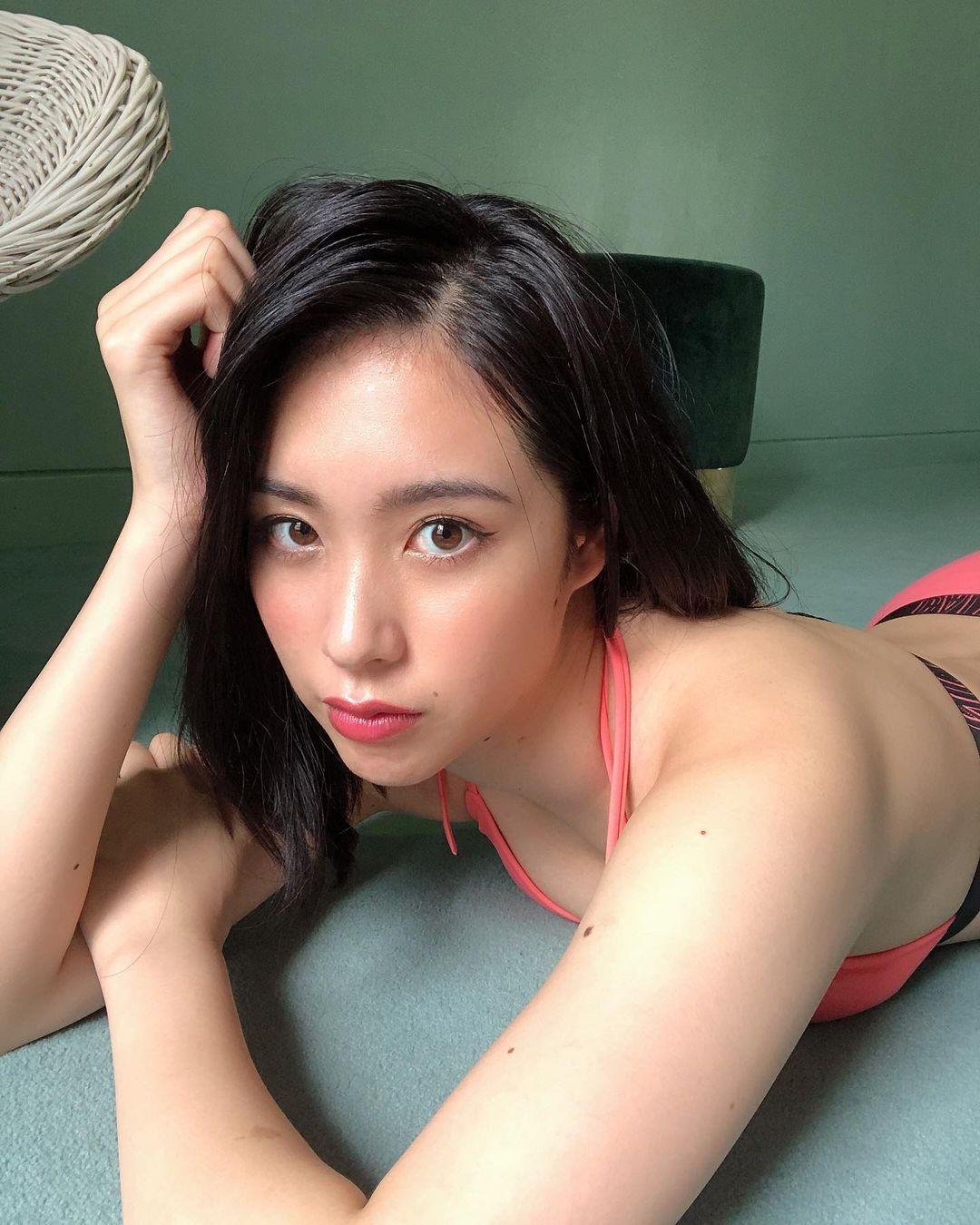 长腿小姐姐CHIAKI完美腰身甜美笑容让人瞬间沦陷
