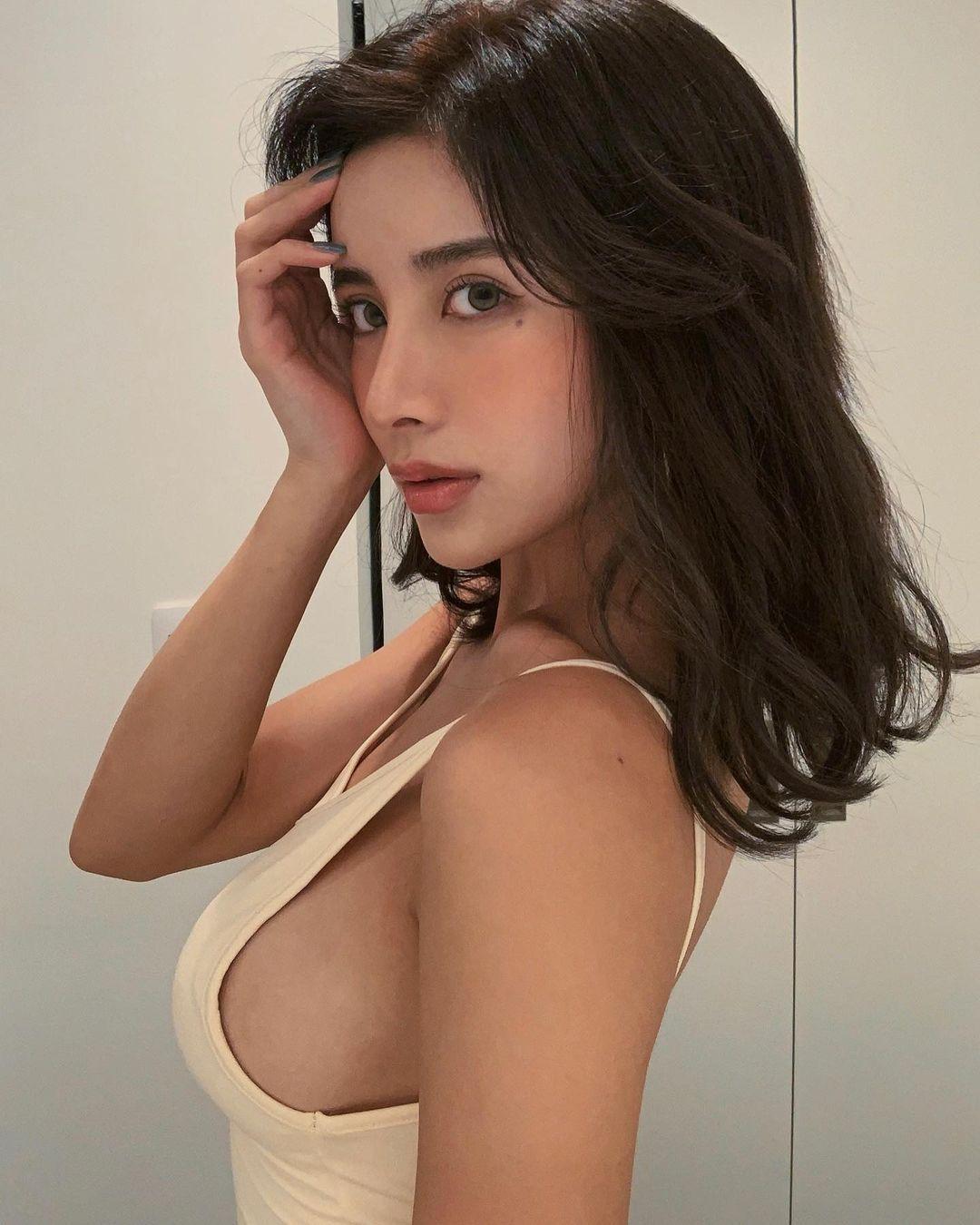 日本大美人MIRIN超高颜值和前凸后翘逆天大长腿