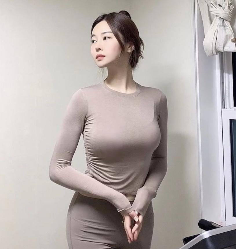 韩国网红美女from_ayla丰满的身材停车场美照 男人文娱 热图6