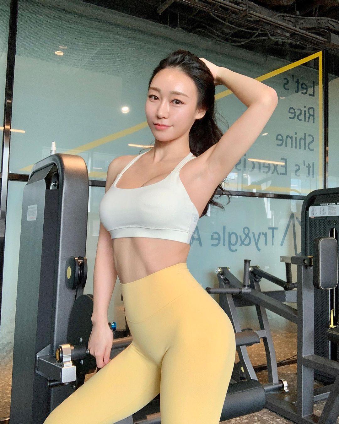 健身教练「루비우」长相标致、笑容甜美,身材更是教科书等级-新图包