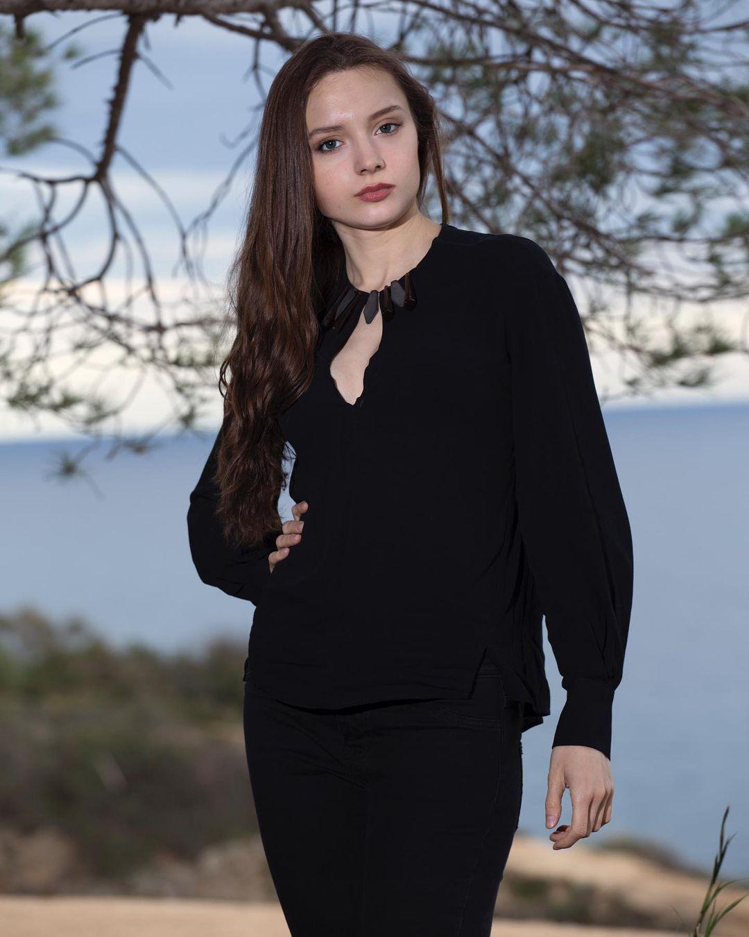 年仅19岁少女《Irina Shugova》姿势表情简直满分!-新图包