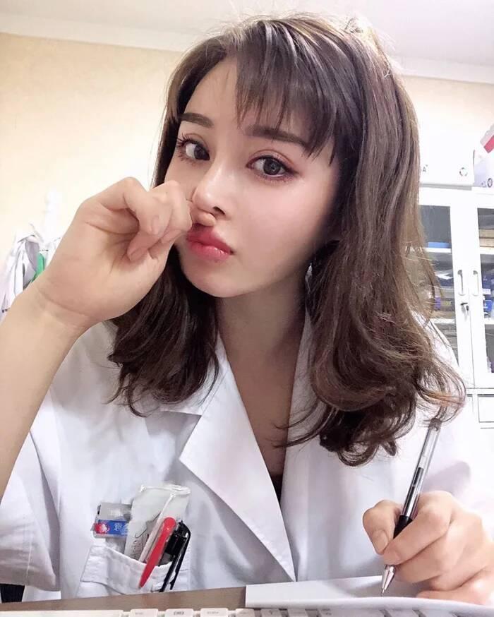 真人版春丽4妳!《中国美女医生》精致脸蛋下的身材让网友都惊呆了!