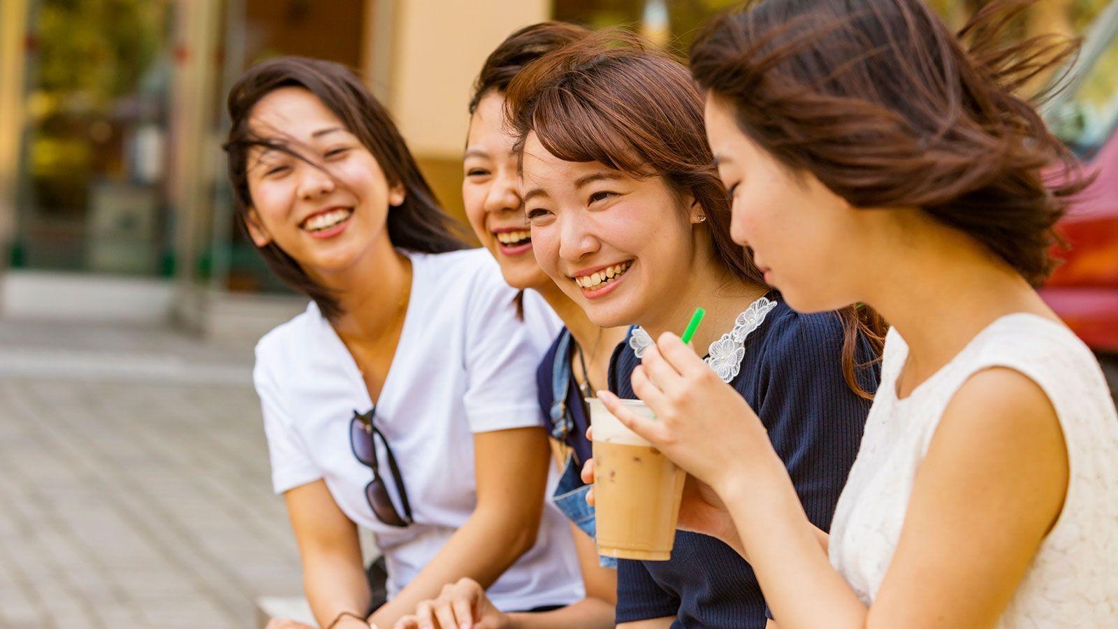 真奶茶!日本女孩潮流《用欧派捧珍珠奶茶》吸的同时还可以感受到奶香!