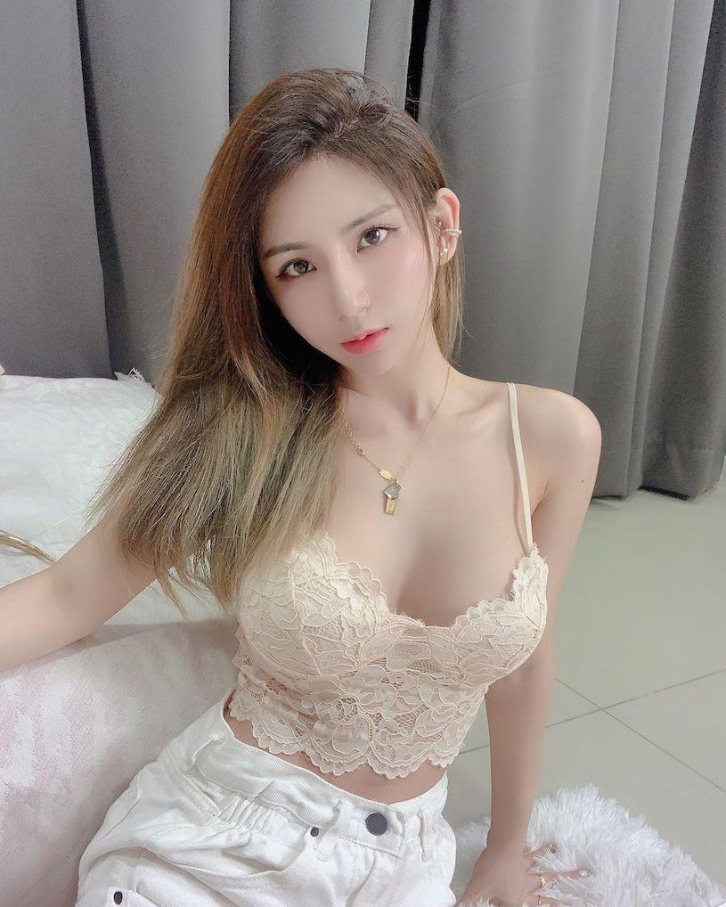 美女网红珊珊胸前性感V领设计让人目光无法移开 宅猫猫 热图4
