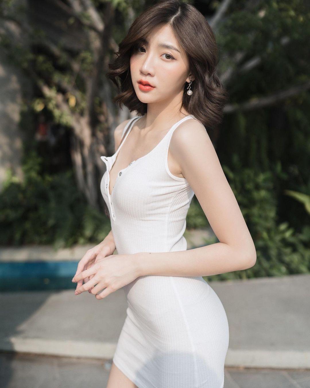 泰国清纯女神「Chachompuu」空灵气质如仙女下凡迷蒙双眼看起来深情又无辜-新图包