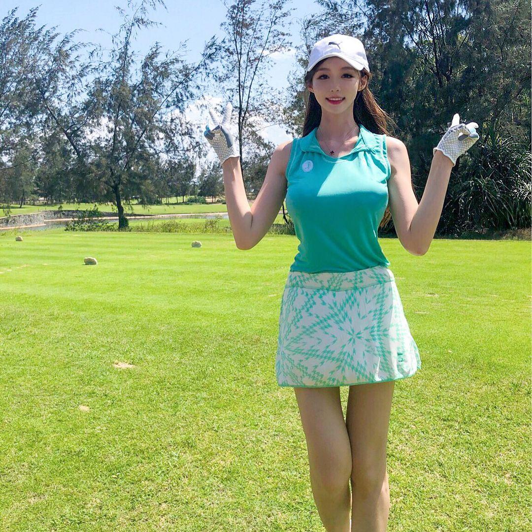 高尔夫球场「美腿辣妹」展现超棒视角.完美身材曲线好迷人喔 网络美女 第4张