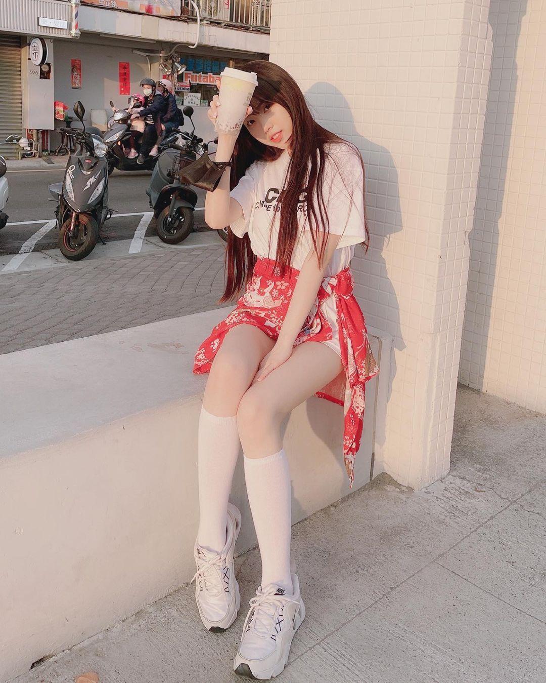 清新可爱的「软萌系美女」赵兔兔,性感旗袍小露,粉丝看到受不了. 养眼图片 第14张