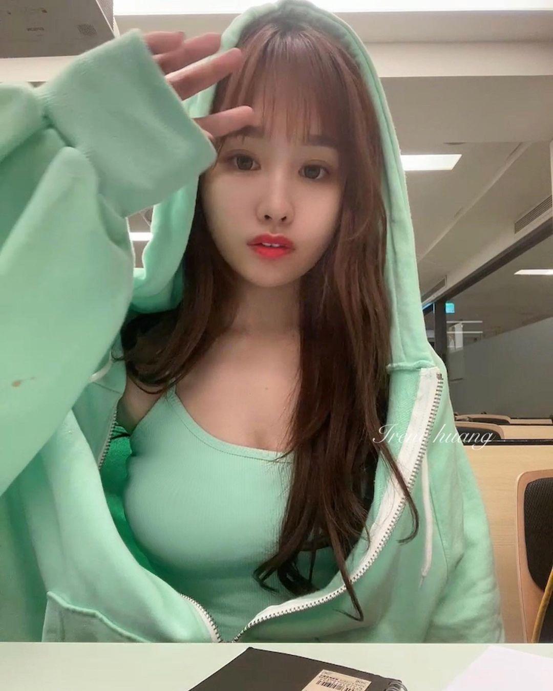 师范大学甜美美女「IreneHuang」玲珑有致好身材 养眼图片 第14张