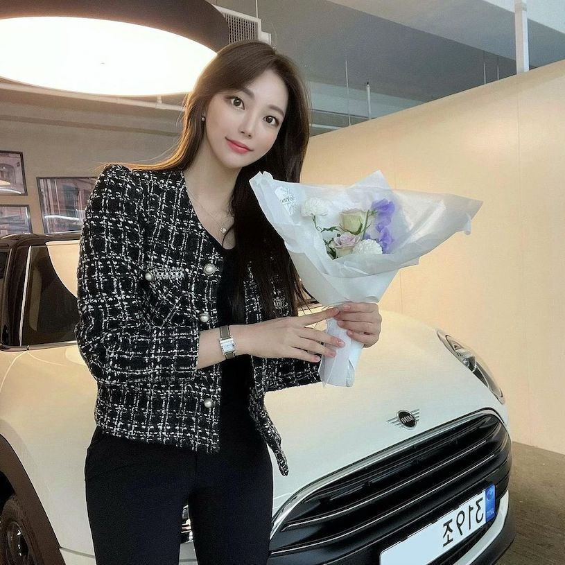 Mini Cooper 正妹女销售「 최 은 진 」,颜值高、曲线凶,让人想立刻买车!-新图包