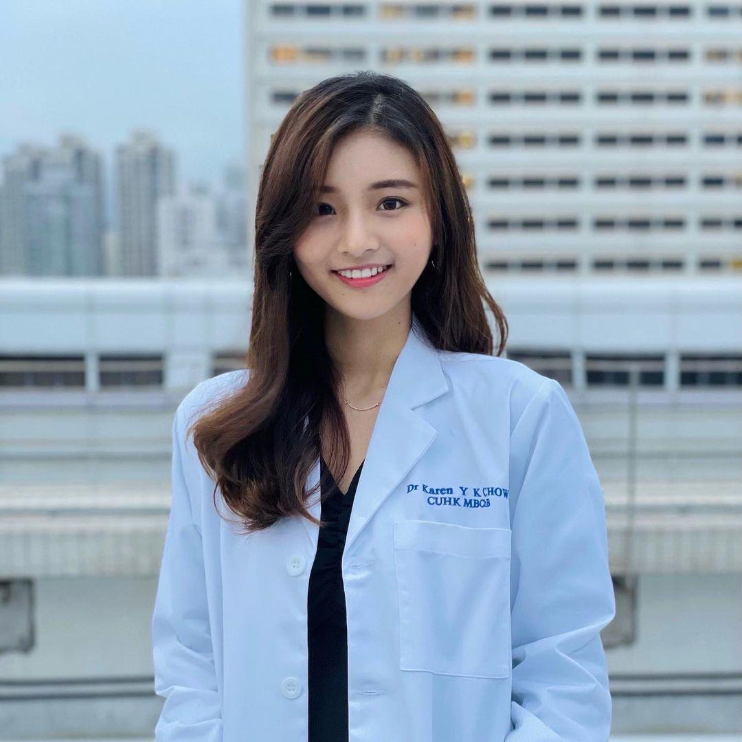 香港美女医生Jacintaaaaaa白袍装扮好迷人