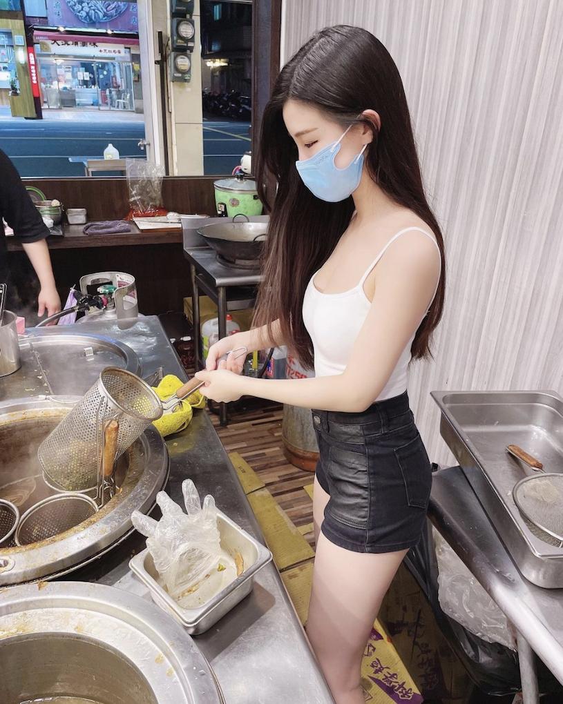 超完美身材网红美女@Miyo米优 转行卖卤味?