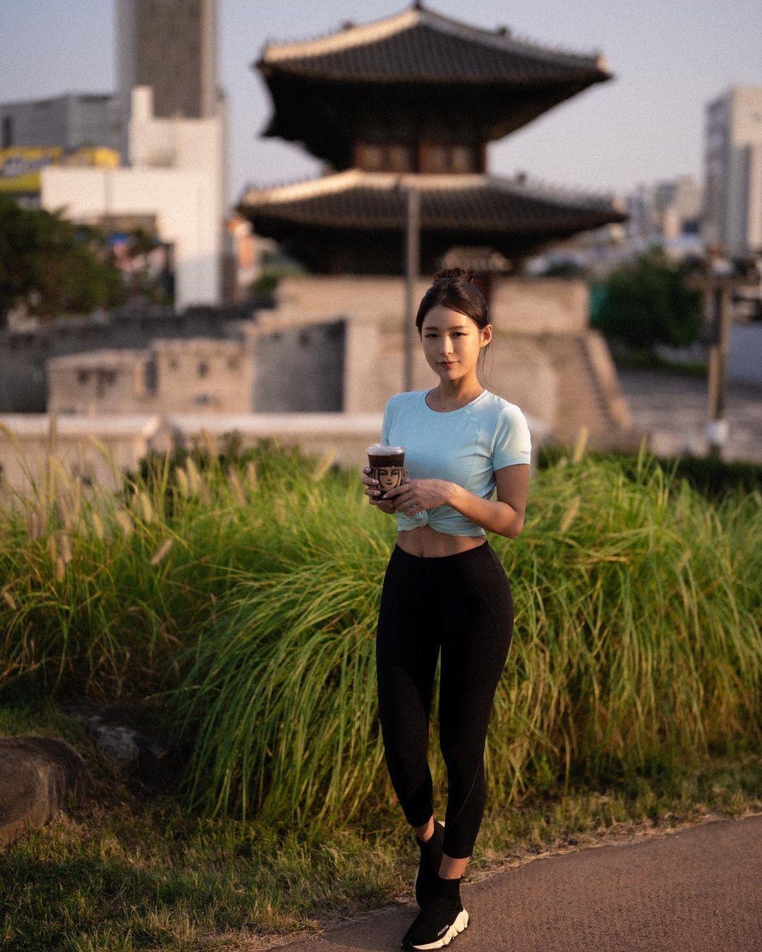 韩国高尔夫正妹Becky 狂吸 33 万粉丝好身材更让人心动 养眼图片 第15张