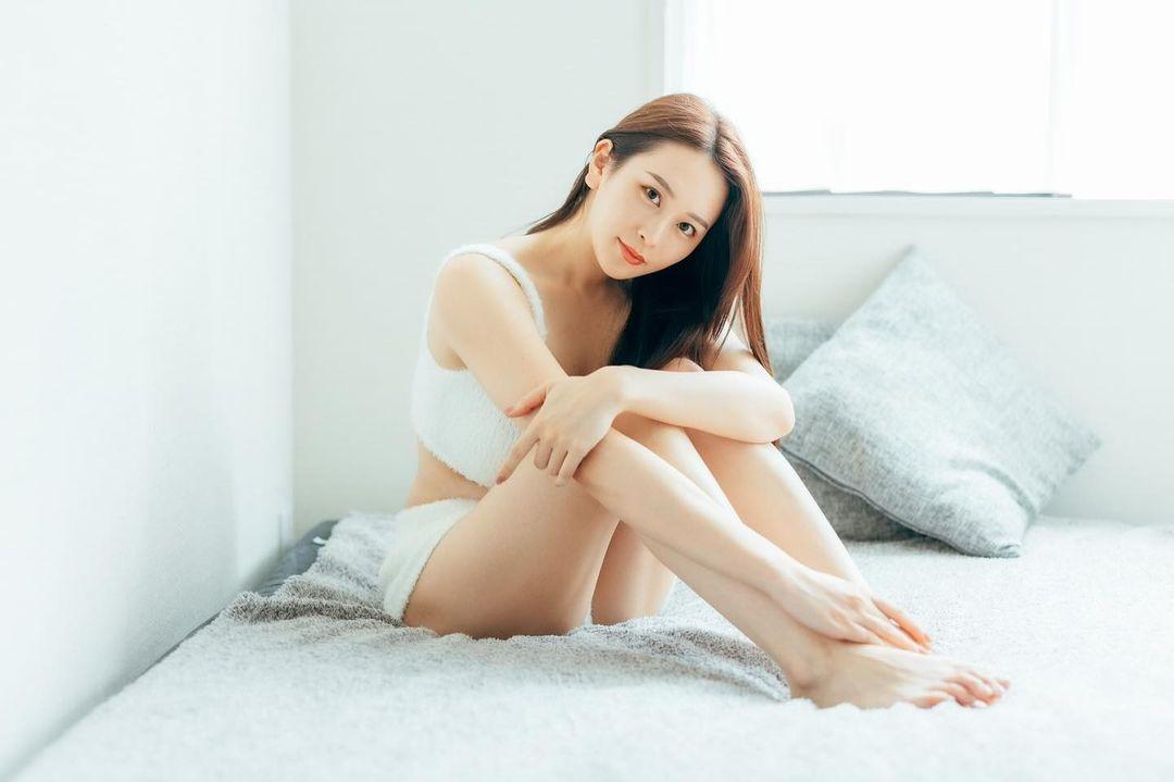 [正妹]正妹爱拳击 赛车女郎[福江ななか]天然安全气囊 网络美女 第3张