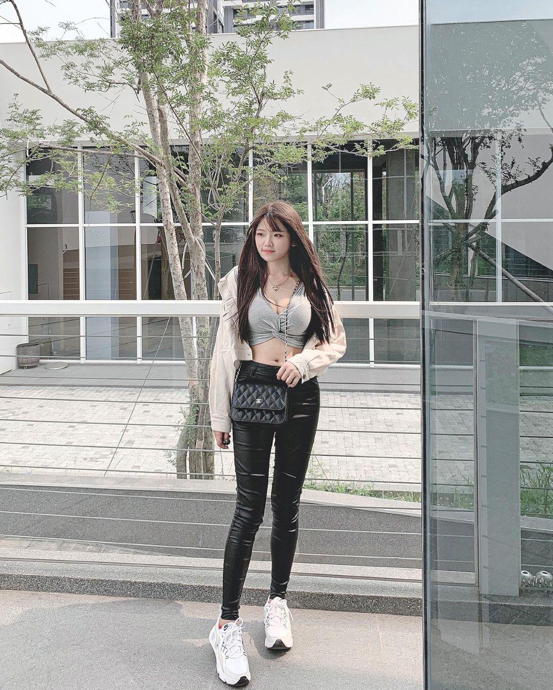 清纯甜美的正妹平面设计师Chen臻儿 多才多艺还有好身材 养眼图片 第5张