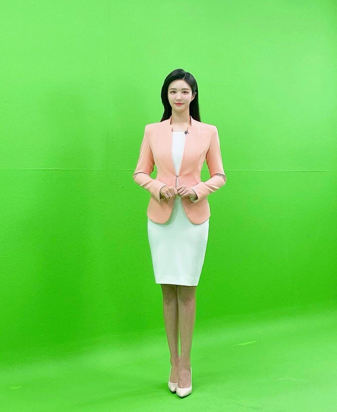 韩国美女主播「尹浩延」爱打高尔夫.球衣衬托超吸睛 养眼图片 第26张
