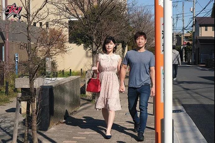 贤惠美丽的机器人深田咏美你往哪里跑