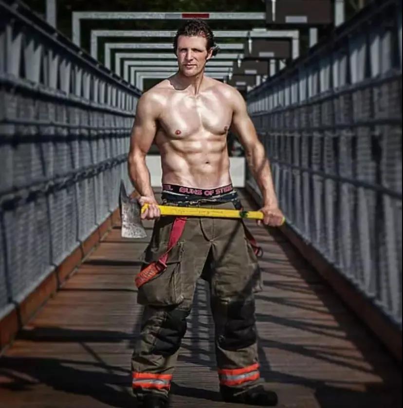 萌妹子《澳大利亚消防员日历》的图片 第13张