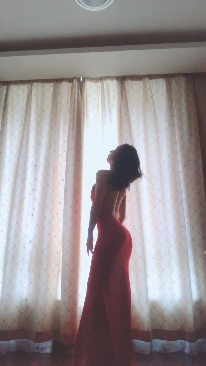 每个女人 都值得拥有一条红舞裙