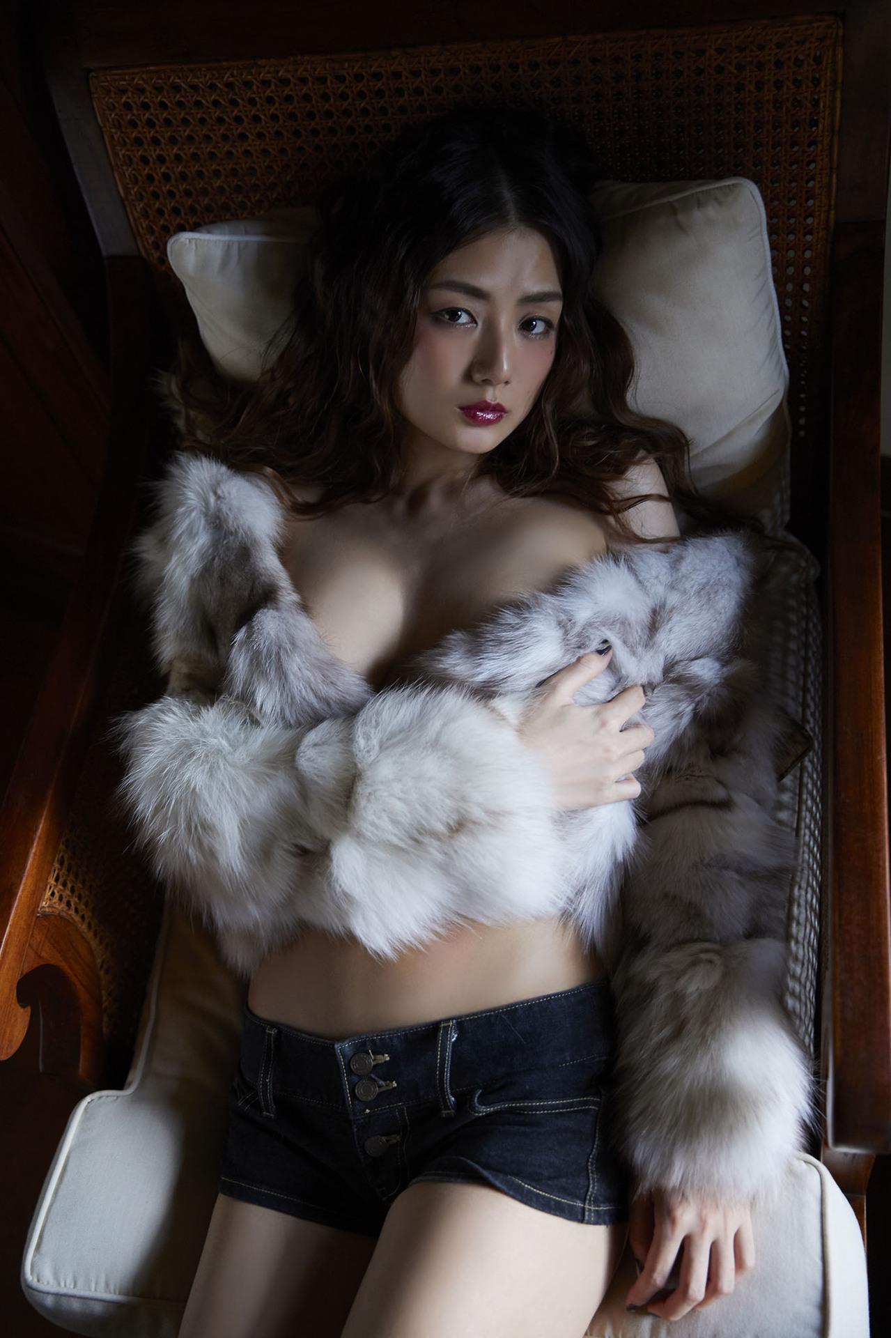 片山萌美 Poker Face 00030