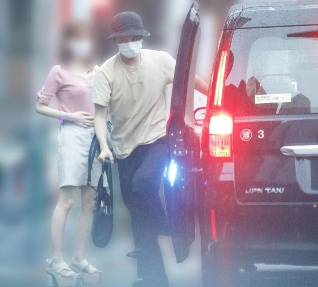无视日本疫情如此严峻事态的濑户利树开20人聚会还带出了自己混乱的男女关系 (2)