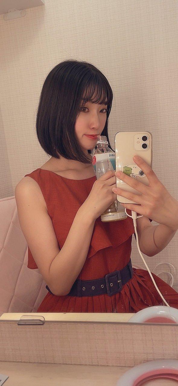 热情奔放的短发眼镜娘东条苍再坚持两个月就要退休了 (1)