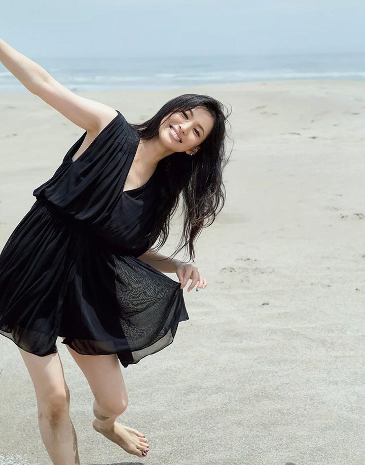 日本女星芦名星去世前拍摄优美身段写真作品作为最后悼念 (15)