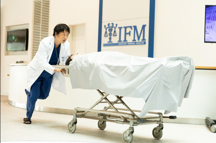 日剧《SIGN—法医学者柚木贵志的事件—》看法医学研究院是如何提升日本解剖率 (6)
