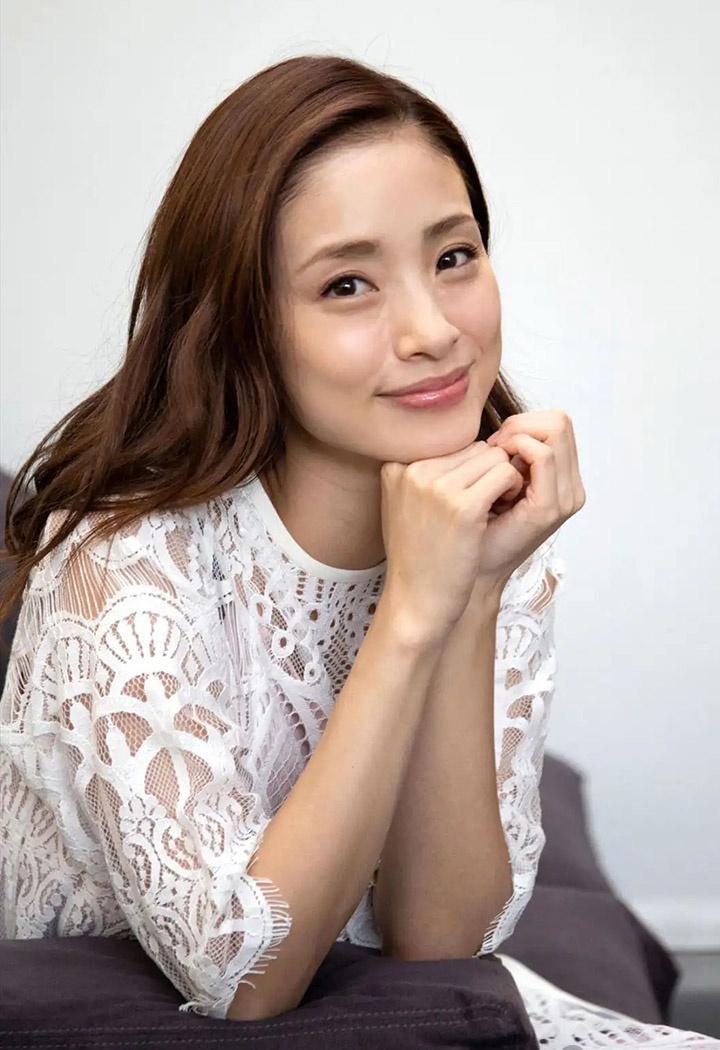 上户彩为《半泽直树2》事隔多年再战写真灿烂笑容完美身段依然 (22)