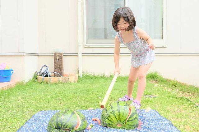 带你领略日本现实举办的只有在日剧或者动漫中才看到的大西瓜比赛 (8)
