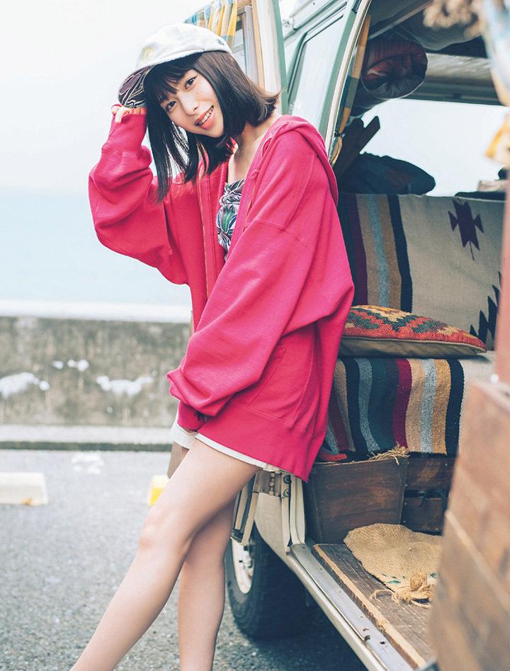 甜美怡人疗愈气息十足的纯爱系演员白石圣用自己强大的空灵气场来拍摄写真作品 (12)