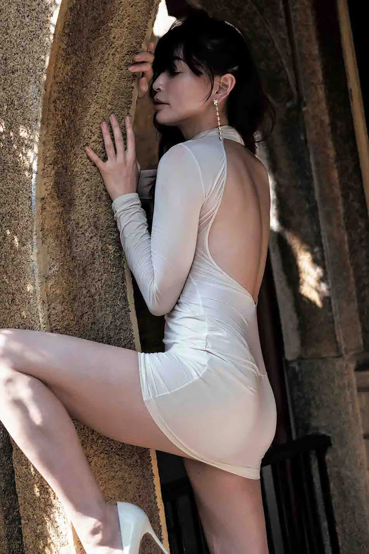 16年后长谷川京子首次推出美魔女性感写真作品展现妖娆魅力 (5)