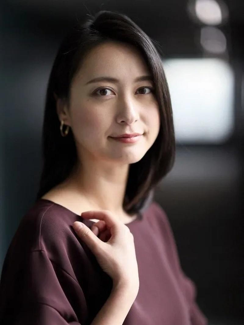 日本主播界第一美女小川彩佳遭遇丈夫劈腿还出来帮忙道歉,网友表示真心疼