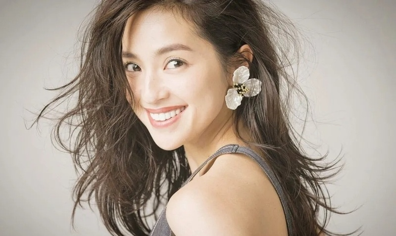 有点邋遢但是颜值和衣品都不俗看着就想舔的日本模特女星中村安