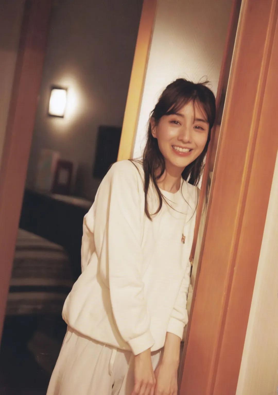 """从""""女性公敌""""华丽转身成为""""美容教主""""的美女主播田中美奈实写真作品 (39)"""