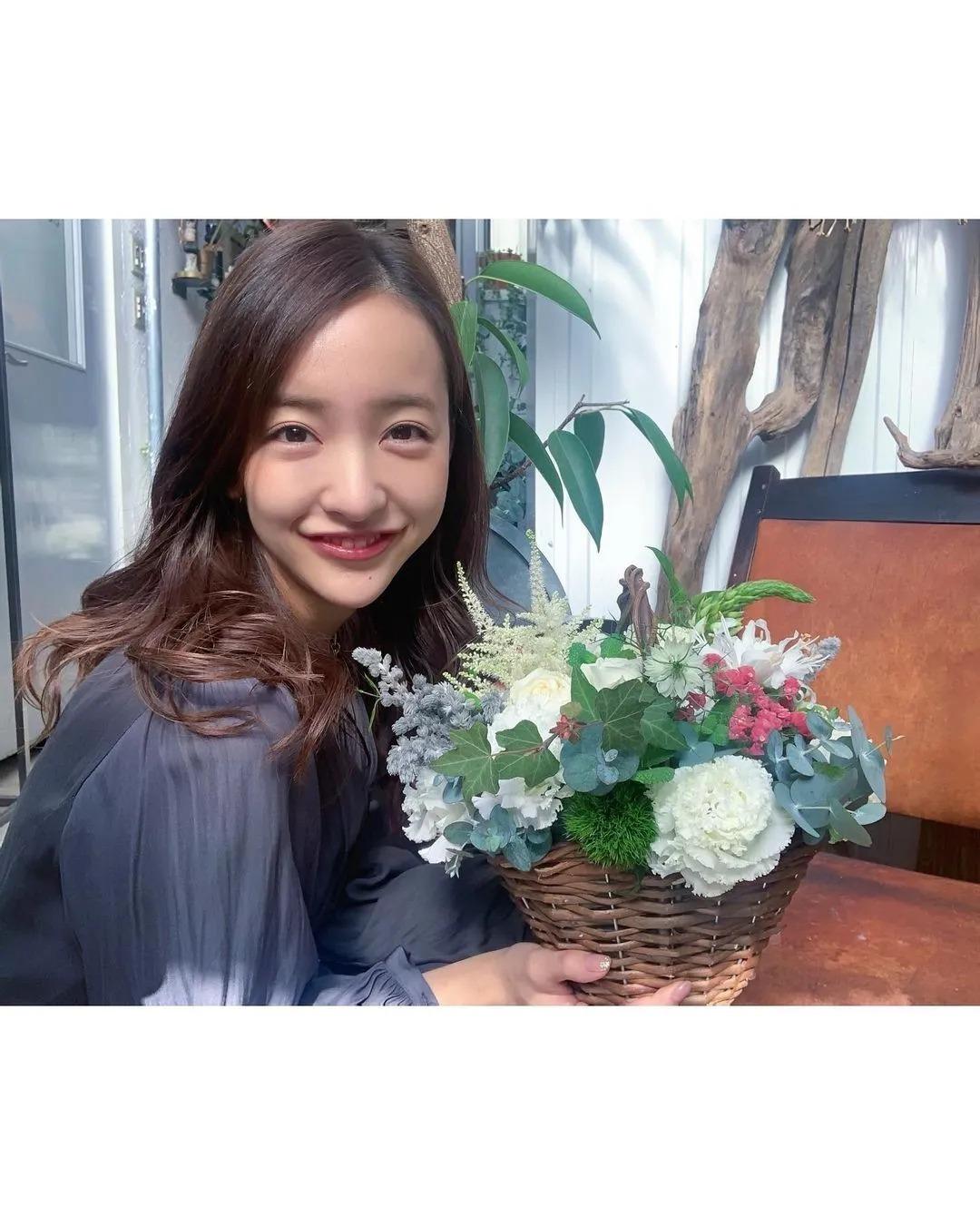 日本AKB48初代神7之一的板野友美突然闪婚,丈夫居然还比自己小6岁 (11)
