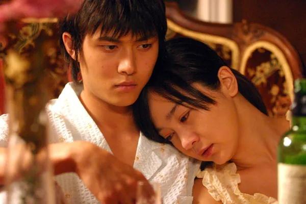 韩国剧情电影《空房间》一部诡异迷幻又十分唯美温情的电影 (5)