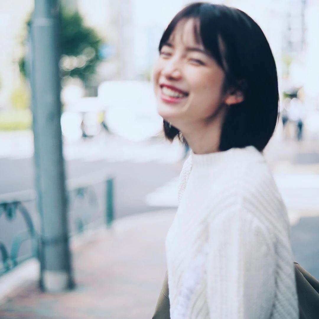 永远一张娃娃脸的棉花糖女孩弘中绫香写真作品 (10)